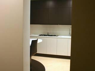 Appartamento_RM: Cucina in stile in stile Moderno di Studio di Architettura Matteo Faroldi