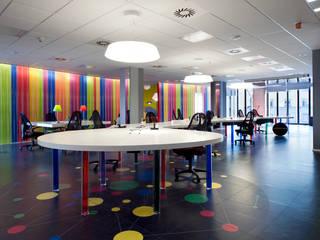 Modern media room by Tommaso Giunchi Architect Modern