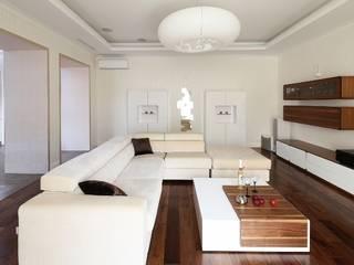 Ruang Keluarga oleh VNUTRI, Minimalis