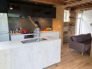 Cozinhas rústicas por VOLO Rústico