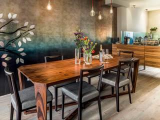 Sala da pranzo in stile  di Ethnic Chic Home Couture, Moderno