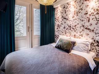 Camera da letto in stile  di Ethnic Chic Home Couture, Moderno