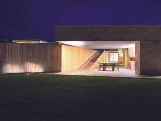 Illuminazione in villa: Case in stile in stile Moderno di PLATEK