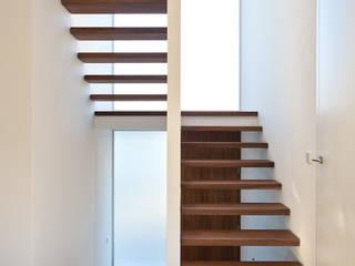 Wohnhaus O32 Moderner Flur, Diele & Treppenhaus von m67 architekten Modern