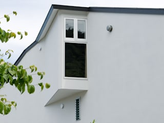 谷間の家: 株式会社 長野総合建築事務所が手掛けた窓です。