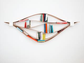flexibles und nachhaltiges Wandregal aus Holz und Metall.:  Wohnzimmer von Neuvonfrisch