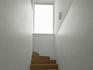 Bau Eins Architekten BDA Modern corridor, hallway & stairs