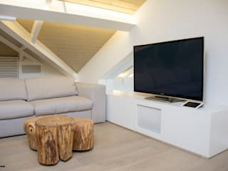 Salas de estar modernas por C.A.T di Bertozzi & C s.n.c Moderno