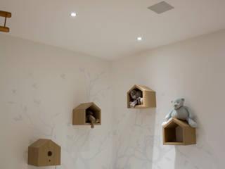 Residenza privata con sistema multimediale Integrato Camera da letto moderna di C.A.T di Bertozzi & C s.n.c Moderno