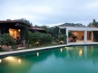 Вилла на Сардинии: Бассейн в . Автор – Галерея Фрейман