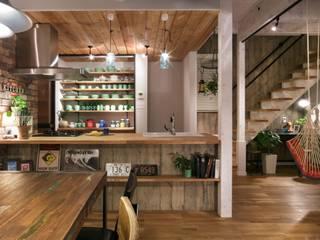 Sala da pranzo in stile industriale di dwarf Industrial