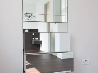 London Maida Vale flat refurbishment: minimalistic Bedroom by Ar'Chic
