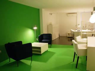 Oficina InnovaRisc Oficinas y tiendas de estilo moderno de SALME+BASACHS Interioristes Moderno