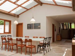 Residência Cond. Porto e Veleiros Ibiúna/SP Salas de jantar modernas por Renata Romeiro Interiores Moderno