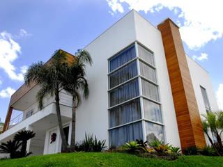Maisons de style  par ARQUITETURA - Camila Fleck,