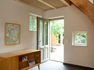 Country style corridor, hallway& stairs by WOF-Planungsgemeinschaft Country