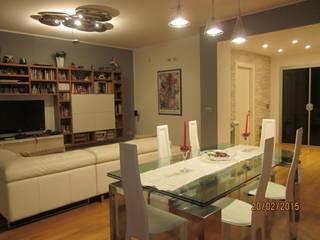 La zona living: Soggiorno in stile in stile Moderno di Mario Arcuri architetto
