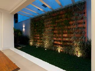 Modern style gardens by Guido Iluminação e Design Modern