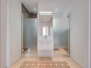 Minimal style Bathroom by ELIX Minimalist