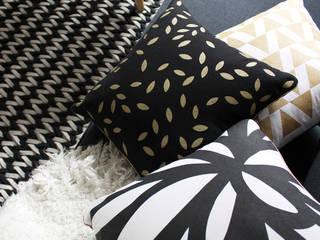 Coussins graphiques pour un intérieur cosy:  de style  par MilieO