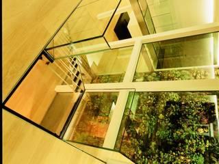 Pasillos, vestíbulos y escaleras modernos de Frédéric Haesevoets Architecture Moderno