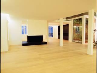 Soggiorno moderno di Frédéric Haesevoets Architecture Moderno