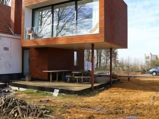 Casas de estilo ecléctico de Voltarchitecten Ecléctico