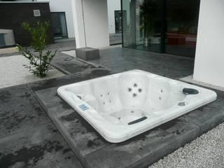 Outdoor Whirlpool KAPSTADT: modernes Spa von Laguna Handelsges mbH