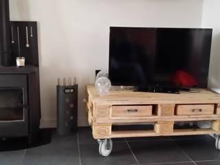 meuble tv palette:  de style  par Esprit loft recup