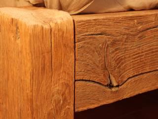 Urige, rustikale Betten aus altem Eichenholz:   von Bootssteg Möbel