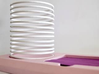 Posty Slinky :  de estilo  por Metal & Wood