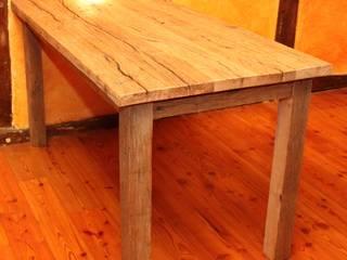 Tisch aus masiver, uriger Eiche von Bootssteg Möbel Rustikal