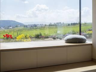 Finestre in stile  di architektur + raum, Moderno