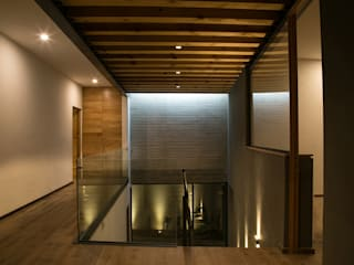 Modern Corridor, Hallway and Staircase by VG+VM Arquitectos Modern