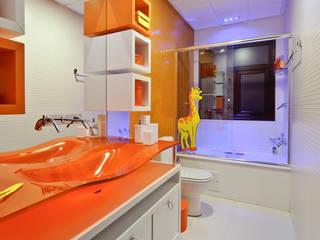 Baños de estilo  de arquiteta aclaene de mello, Moderno