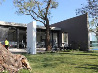 Gym by VG+VM Arquitectos, Modern
