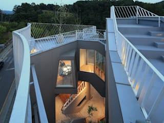 Modern balcony, veranda & terrace by IROJE KIMHYOMAN Modern