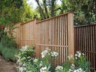 Braun & Würfele - Holz im Garten Giardino moderno Legno