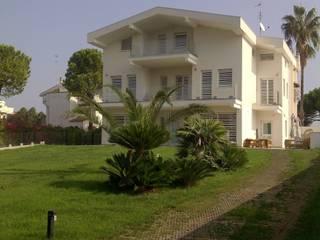 EXTREME MAKEOVER Case in stile minimalista di angiuli e greco architetti Minimalista