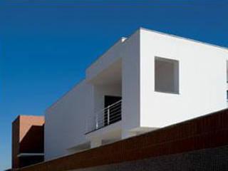 Casas modernas por studiozero Moderno