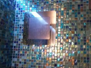 Sistema Audio Custom all'interno di una doccia Spa moderna di C.A.T di Bertozzi & C s.n.c Moderno