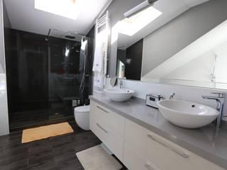 Baño en suite: Baños de estilo ecléctico de Canexel
