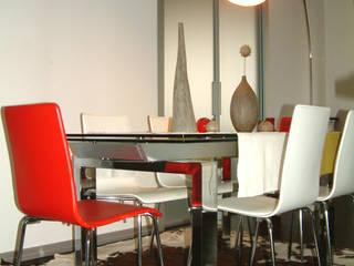 tavolo da pranzo: Sala da pranzo in stile  di Studio Zay Architecture& Design