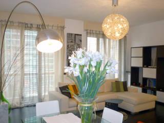 zona living: Soggiorno in stile  di Studio Zay Architecture& Design