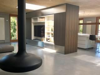 Loft - Wohnzimmer mit Blick auf Kücheninsel:   von Isoluzioni -  Exklusivität, Stil und Design, Made in Italy