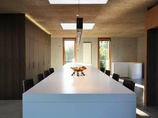 Kücheninsel mit geschlossenem Sliding Top:   von Isoluzioni -  Exklusivität, Stil und Design, Made in Italy