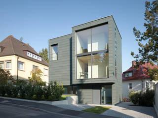 Haus K2: minimalistische Häuser von Bottega + Ehrhardt Architekten GmbH
