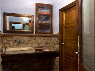 Puigdesens fusteria interiorisme ラスティックスタイルの お風呂・バスルーム