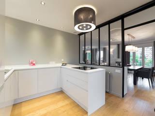 Maison 110m2 et Terrasse 40m2: Cuisine de style  par Decoration Parisienne