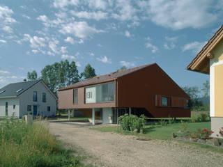 CASA D: moderne Häuser von INNOCAD Architecture